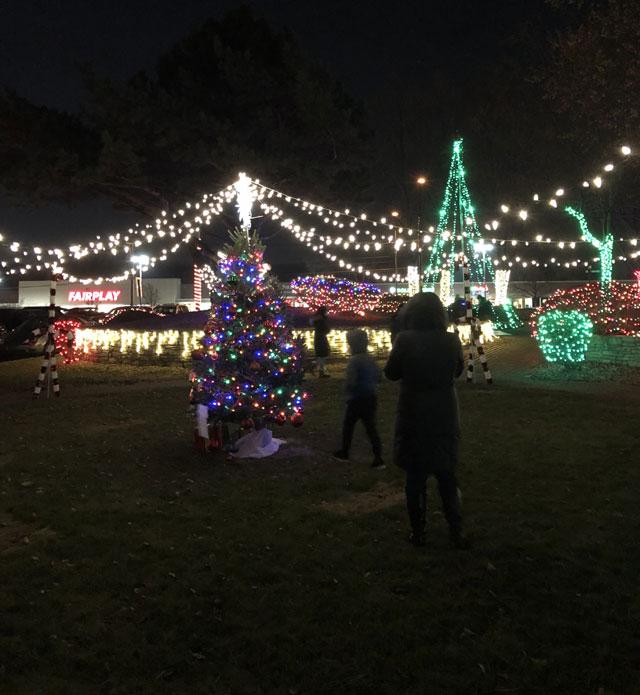 hickory hills tree lighting